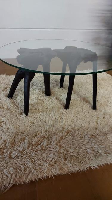 Ref 17058 Preço 375.00€Mesa com pés pretos